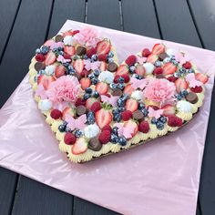 Bridal Bouquet Blue, Cute Snacks, Eat Dessert First, Yummy Cakes, Sweet Tooth, Wedding Cakes, Food And Drink, Yummy Food, Sweets