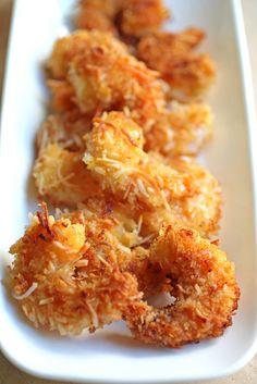 Camarones al coco y salsa de naranja, ¡yum! // Coconut Shrimp with Orange Sauce // fromthedesertwithlove.com