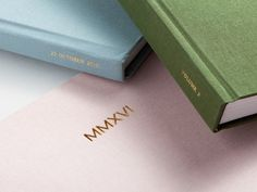 Drawing on time-honored binding techniques, the Layflat Album features ultra-thick pages that lay flat when open for seamless panoramic impact.