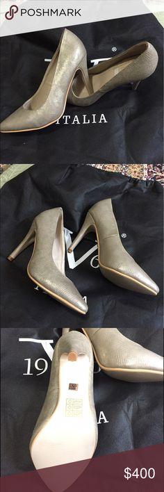 NWOT👠Versace Pumps 👠 size 9,5 NWOT👠Versace Pumps 👠 size 9,5 Versace Shoes Heels