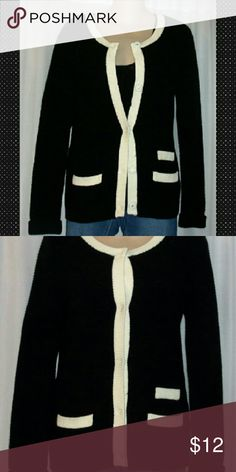 """Gap bella sweater with pockets sz small Bust 34""""  Length 26"""". Tons of stretch.  Nylon wool acrylic Blend.  Bella thermal true black. Like new gap Sweaters Cardigans"""