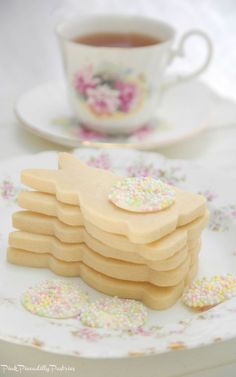 I have a fantastic Shortbread Recipe to share with you from the cookbook Butter Baked Goods . recipes appetizers recipes brunch recipes brunch breakfast bake recipes for kids easter recipes easter recipes brunch Easter Cookies, Easter Treats, Summer Cookies, Baby Cookies, Heart Cookies, Valentine Cookies, Birthday Cookies, Christmas Cookies, Easy Desserts