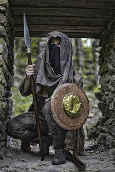 Aiel Maiden at Sopes Creek (Dim Horizon Studios) www.CostumeArtist.me | from Robert Jordan's 'Wheel of Time' book series  #WheelofTime #Aiel #RobertJordan #BrandonSanderson #Costume #Cosplay #maidenofthespear #warrior