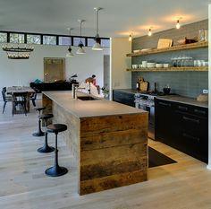 Contemporary wood house/cabin. Maison en bois contemporaine. Kitchen.