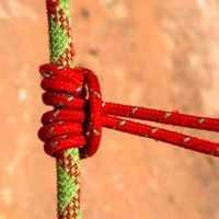 Learn how to tie a Prusik knot, an important knot used in climbing for ascending ropes and in emergency situations. Here are the tying steps and tips. Survival Knots, Survival Skills, Camping Survival, How To Braid Rope, Rope Knots, Prusik Knot, Types Of Knots, Abseiling, Paracord Projects