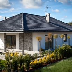 These stunning designs show you just how much variation is possible with single storey homes. Layouts Casa, House Layouts, Brick House Designs, Modern House Design, House Color Schemes, House Colors, Bungalows, House Layout Plans, House Plans