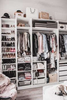 Planning a walk-in closet: that& how I put my dressing-room in . - Planning a Walk in Wardrobe: That& How I Furnished My Dressing Room Julies Dresscode Fashion - Walk In Closet Design, Bedroom Closet Design, Room Ideas Bedroom, Closet Designs, Bedroom Furniture, Furniture Design, Ikea Closet Design, Budget Bedroom, Pipe Furniture