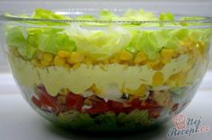 """China-layer salad- China-Schichtsalat The salad was so tasty. My husband is a big """"carnivore"""", but he almost ate this salad alone. Carrot Salad Recipes, Raw Food Recipes, Cooking Recipes, Healthy Recipes, Czech Recipes, Ethnic Recipes, Chinese Spices, Seven Layer Salad, Mozarella"""