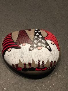 ✓ Best Painted Rocks Ideas, Weapon to Wreck Your Boring Time [Images] Painted Rock Ideas – Do you need rock painting ideas for spreading rocks around your neighborhood or the Kindness Rocks Project? Here's some inspiration with my best tips! Stone Crafts, Rock Crafts, Holiday Crafts, Pebble Painting, Pebble Art, Stone Painting, Rock Painting Ideas Easy, Rock Painting Designs, Painted Rocks
