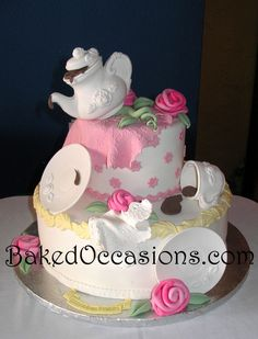 6 & 12 inch cakes.  Used fondant in old Wilton chocolate tea set molds for a quick cake.