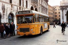 """""""Vecchio Saviem in azione"""" - Piazza Loggia - Anni? http://www.bresciavintage.it/brescia-antica/documenti-storici/vecchio-saviem-azione-piazza-loggia-anni/"""