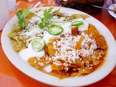Chilaquiles faciles y rapido! Authentic Mexican Recipes, Best Mexican Recipes, Real Mexican Food, Mexican Cooking, My Favorite Food, Favorite Recipes, Coliflower Recipes, Food Porn, Vegetarian