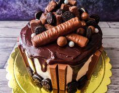 Chocolate Drip Cake, Birthday Chocolates, Drip Cakes, Desserts, Food, Tailgate Desserts, Deserts, Meals, Dessert