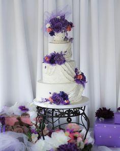 White and purple wedding cake by Sevacha cake