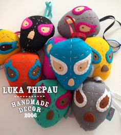 Diy Crafts, Craft Ideas, Christmas Ornaments, Holiday Decor, Mexican Skulls, Tejido, Feltro, Embroidered Cushions, Felted Wool
