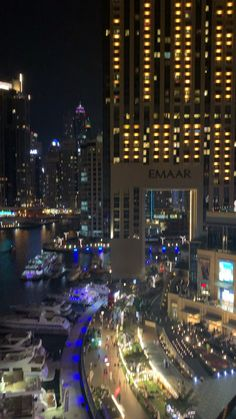 Dubai by nigh - bellissimo Asian fusion con vista su Dubai marina - Night Aesthetic, City Aesthetic, Travel Aesthetic, Aesthetic Movies, Dubai Vacation, Dubai Travel, Nightlife Travel, Beautiful Places To Travel, Cool Places To Visit