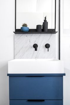 INSPIRATION: a black and blue bathroom palette | est living