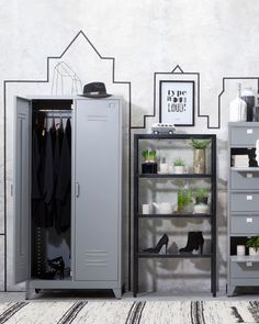 Industriële favorieten uit onze wooncollectie #kast #living #wonen #interior #industrial #woonkamer Lockers, Locker Storage, Industrial, Cabinet, Diy, Furniture, Home Decor, Clothes Stand, Decoration Home
