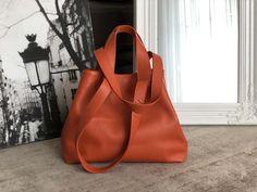 Sac-cabas-cuir-grainé-orange-brique (1) Cuir Orange, Bags, Fashion, Nice Purses, Italian Leather, Brick, Hand Made, Handbags, Moda