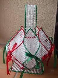 Paniers en plastique projets essayer pinterest plastique panier et canevas en plastique - Porte serviette en grillage plastique ...