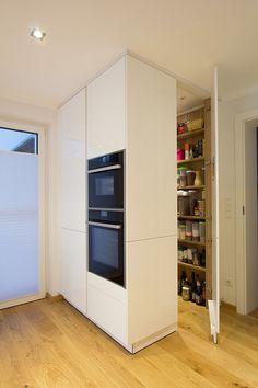 Kitchen Interior, Home Interior Design, Japanese Apartment, Bungalow Renovation, Kitchen Cabinet Remodel, Pantry Design, Funky Kitchen, New House Plans, Küchen Design