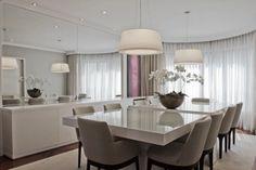 Mesa de Laca branca - vidro transparente protegendo o tampo da mesa