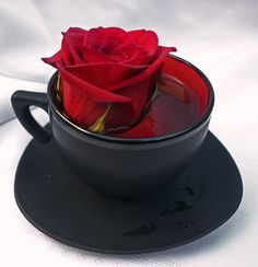 A Kiss of the Rose. . . (flowers are great touches to all types of food)