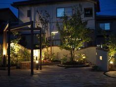 憩いのオープンガーデン。 #lightingmeister #pinterest #gardenlighting #outdoorlighting #exterior #garden #light #house #home #entrance #safe #beautiful #tiledeck #omotenashi #happy #happiness #relaxation #エントランス #玄関 #エクステリア #安全 #美しい #タイルデッキ #光 #おもてなし #幸せ #くつろぎ #家 #庭 #曲線美 Instagram instagram.com/... Facebook www.facebook.com/...