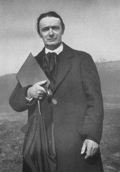 Biografía y obra de Rudolf Steiner  La vida y la obra de Rudolf Steiner son atípicas, llenas de realizaciones y de sugerencias para el futuro. Sus propuestas en el campo de la ciencia, la pedagogía, la medicina y la agricultura forman ya parte de la herencia espiritual de nuestra época, constituyendo a la vez un impulso y una inspiración para nuestra vida cultural. Etapas biográficas: 1861-1879 Kraljevic, Wiener-Neustadt El 27 de febrero de 1861 nace en Kraljevic, actualmente Croacia, ...