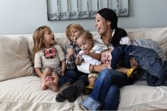 "Joanna Gaines Advice to the Mom Who's ""Not Doing Enough"" - ""Take a few moments today to look around and appreciate your children and the stage they're in. Estilo Joanna Gaines, Joanna Gaines Family, Chip Und Joanna Gaines, Joanna Gaines House, Joanna Gaines Farmhouse, Magnolia Joanna Gaines, Joanna Gaines Style, Jojo Gaines, Gaines Fixer Upper"