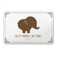 Türschild Elefant aus Bambus  Coffee - Das Original von Mr. & Mrs. Panda.  Unser liebevoll handgefertigtes Türschild aus Bambus Coffee wird mit einer besonderen und individuellen Gravur versehen. Alle unsere Bambus Produkte sind 100% vegan, nachhaltig und naturbelassen.    Über unser Motiv Elefant  Dickhäuter kommen neben dem Zoo in freier Wildbahn in der Savanne vor und sind die größten lebenden Landtiere. In Afrika und Asien ist der Elefant heimisch. Die Rüsseltiere sind friedlich und sehr…