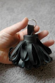 how to make a leather key ring. Maybe this one won't get lost in my purse!
