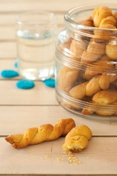 Greek Easter, Greek Desserts, Macarons, Easter Eggs, Cucumber, Cookie Recipes, Biscuits, Food And Drink, Vegetarian