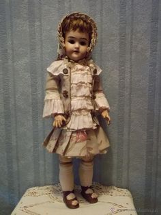 Antigua HENRICK HANDWERCK antique doll