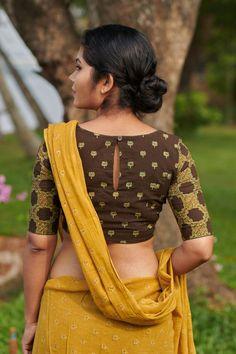 Ila – The Kaithari Project Saree Jacket Designs, Cotton Saree Blouse Designs, Simple Blouse Designs, Stylish Blouse Design, Blouse Patterns, Designs For Dresses, Cotton Blouses, Bollywood Saree, Bollywood Fashion