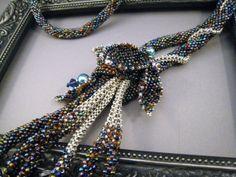 Außergewöhnliche Halskette aus Rocailles gehäkelt mit von BeadFizz