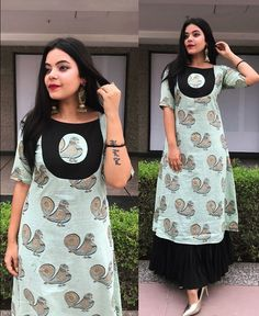 Such a simple Yet mesmerizing design. Hand painted Cotton double layered kurti with beautiful patch placement. Salwar Neck Designs, Churidar Designs, Kurta Neck Design, Stylish Dress Designs, Kurta Designs Women, Blouse Neck Designs, Chudithar Neck Designs, Kurti Sleeves Design, Sleeves Designs For Dresses
