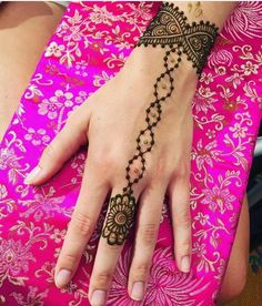 simple henna designs look better when smaller in size. These tattoos look best when placed on the hands. The ancient art of henna tattoo has gone mainstream. Henna Hand Designs, Mehndi Designs For Beginners, Mehndi Designs For Fingers, Unique Mehndi Designs, Latest Mehndi Designs, Beautiful Henna Designs, Henna Tattoo Designs, Henna Designs For Kids, Henna Tattoo Kit