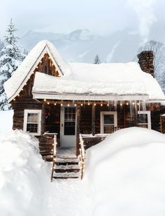 Tumblr Winter Cabin, Cozy Cabin, Cozy Winter, Ideas De Cabina, Cabana, Cabin In The Woods, Cabins In The Snow, Christmas Aesthetic, Winter Time