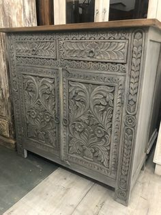 Carved 2 Door Sideboard Made From Mango Woid Mango Wood Furniture, Bali Furniture, Paint Furniture, Upcycled Furniture, Furniture Makeover, Create Your Own Furniture, Restoring Old Furniture, Sideboard Decor, Wood Appliques