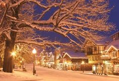 5 Reasons You MUST Experience The Leavenworth Christmas Lighting Festival. Blanketed in snow and lights, Leavenworth is a veritable winter wonderland. Photo: Leavenworth Chamber of Commerce Best Christmas Light Displays, Best Christmas Lights, Christmas Town, Christmas Scenes, Christmas Traditions, Beautiful Christmas, Winter Christmas, Xmas, Holiday Lights