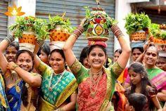 Bonalu (Ashada Jatra Utsavalu) : A pious glimpse to the Extremely Elegant Festival of Goddess-Mahakali Ashada Jatara is a state festival way popular as 'Bonalu' in Telangana Traditional Dresses, Traditional Art, Indian Dresses For Women, Festival Image, New Background Images, States Of India, India Culture, Tribal Women, Banner Images