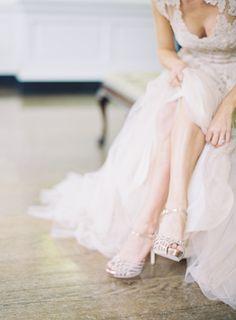 Reem Acra Wedding dress | Vanilla and Champagne Inspiration | Ispirazione Vaniglia e Champagne | http://theproposalwedding.blogspot.it/ #wedding #matrimonio #autunno #fall #autumn #vaniglia #vanilla #cream #champagne #neutral #nude