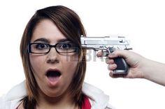 Lynn en vele andere onschuldige mensen worden door Eloy en Bud dood geschoten