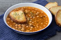 Chickpea and pumpkin soup Kitchen Recipes, Soup Recipes, Chicken Recipes, Best Dinner Recipes, Great Recipes, Healthy Recipes, Italian Dishes, Italian Recipes, Cooking For Dummies