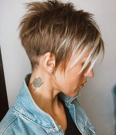 Short pixie hairstyles are very popular and modern. These hairstyles give girls an elegant, modern and stylish look. Leprechaun hairstyles are worn by many ladies and many celebrities like to [Read the Rest] → Latest Short Hairstyles, Short Pixie Haircuts, Cute Hairstyles For Short Hair, Pixie Hairstyles, Headband Hairstyles, Saree Hairstyles, Korean Hairstyles, Retro Hairstyles, Bob Haircuts