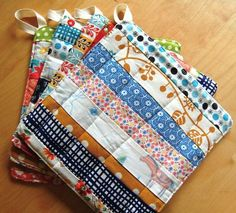 SEWING FABRIC handmade pot holders, oooh I like the scrappy quiltedness of these Easy Sewing Projects, Sewing Projects For Beginners, Quilting Projects, Sewing Hacks, Sewing Tutorials, Sewing Crafts, Sewing Tips, Craft Projects, Sewing Ideas