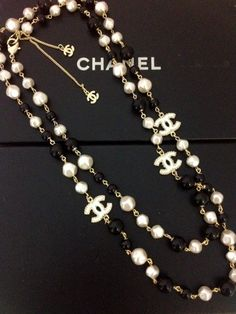 Chanel Long Pearl Necklace with CC logo for sale Bracelet Chanel, Chanel Jewelry, Fashion Jewelry, Chanel Pearl Necklace, Estilo Coco Chanel, Chanel Vintage, Chanel Pearls, Long Pearl Necklaces, Bling