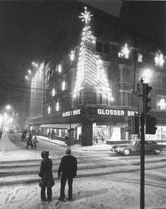 Let the Christmas Season begin!! Here's a photo of Glossers in downtown Johnstown in 1976 all decorated up with a tree and snowflakes. Bring back memories anyone?