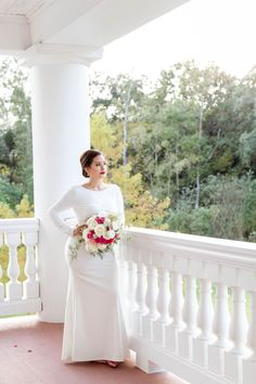 Magnolia Manor is the PREMIER Wedding Venue in the south Houston Region. Contact us today to start planning your dream wedding at our Manor venue. Simple Wedding Gowns, Long Sleeve Wedding, Wedding Dress Styles, Simple Weddings, Dress Winter, Magnolia, Houston, Brides, Wedding Venues